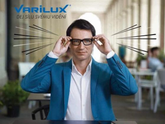 muž  s brýlovými čočkami Essilor